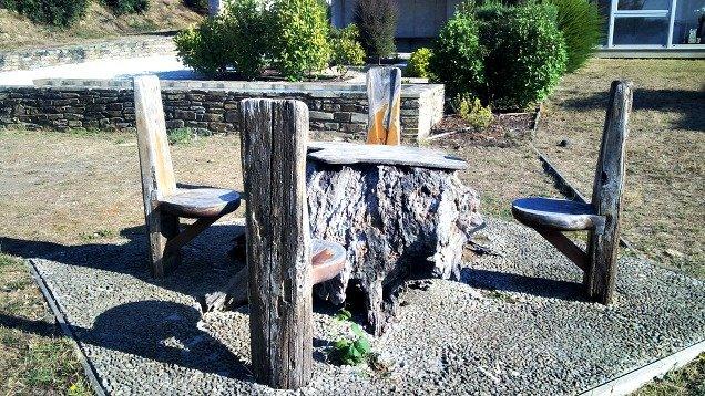 Mesa de madera en el Camino de Santiago