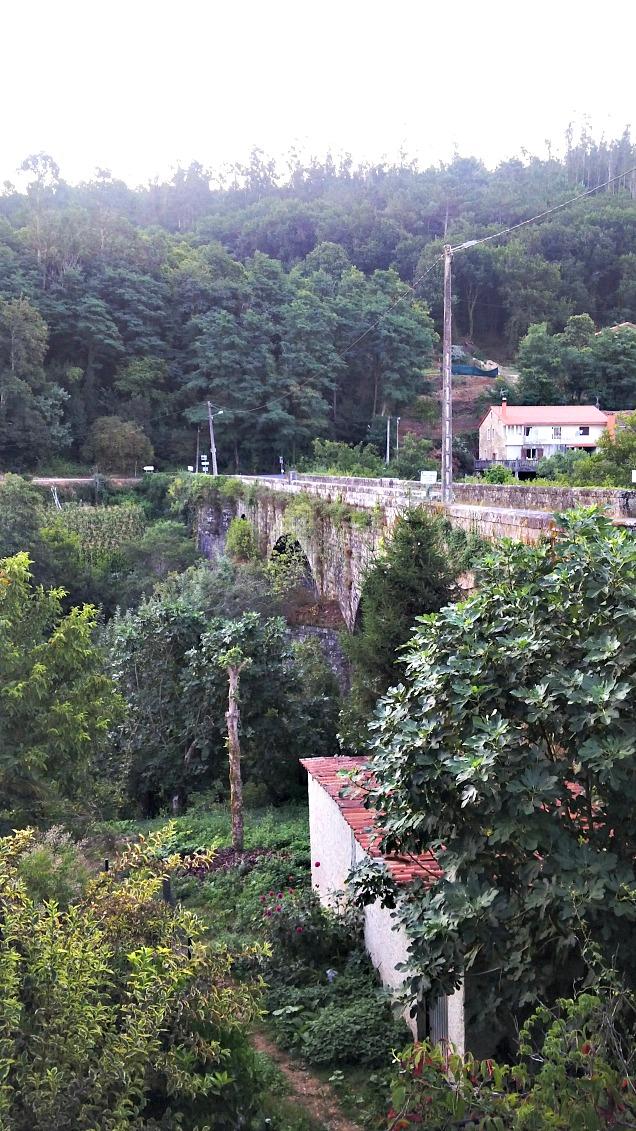 Woman to santiago ilda for Camino sul ponte rialzato