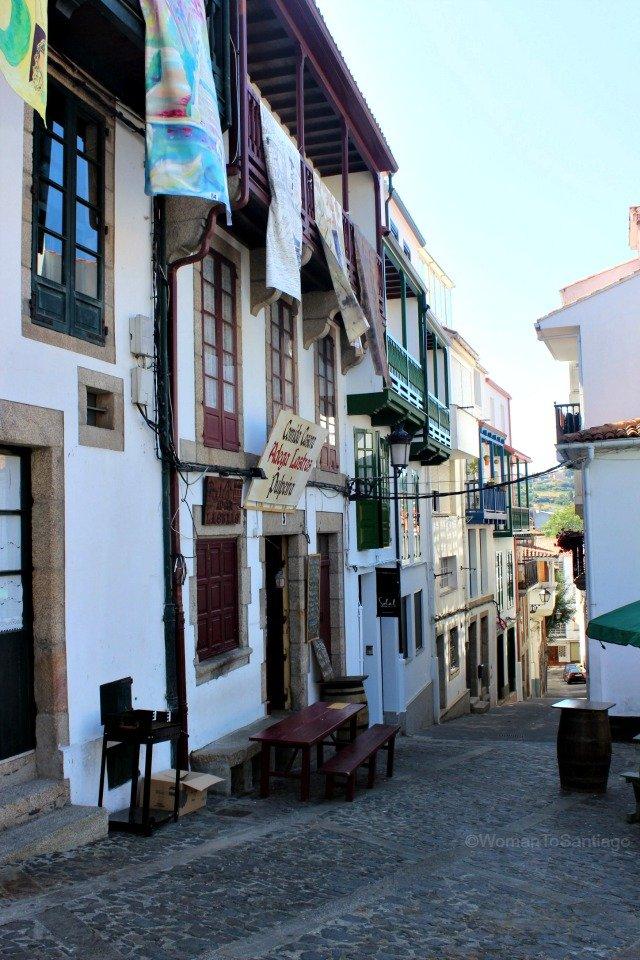 betanzos-rua-de-quiroga-plaza-perez-de-andrade-camino-de-santiago-ingles