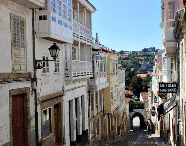 betanzos-rua-dos-ferreiros-camino-de-santiago-ingles