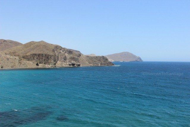 cabo-de-gata-almeria-mediterraneo-isleta-del-moro-womantosantiago