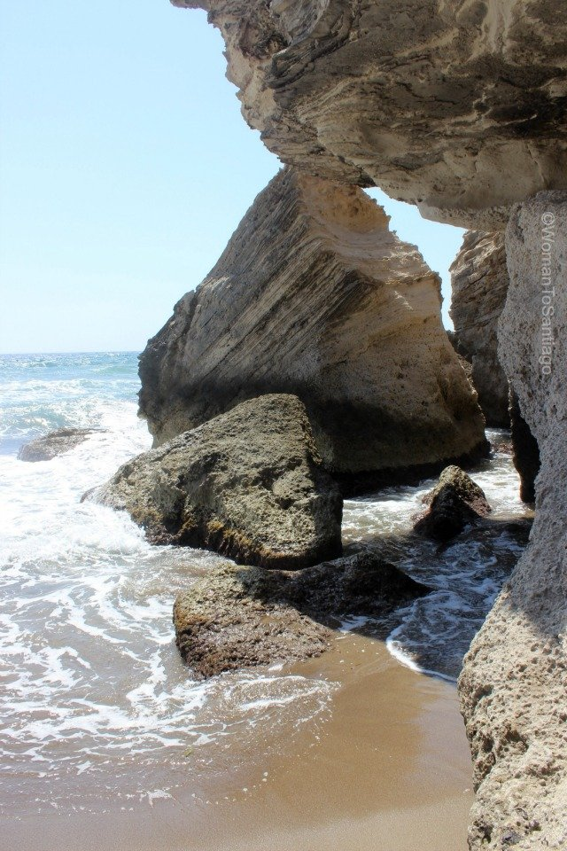 cabo-de-gata-almeria-rocas-los-escullos-womantosantiago