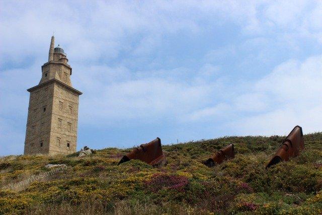 los-guardianes-torre-de-hercules-camino-de-santiago-ingles-coruna