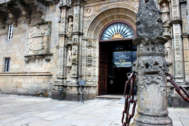 parador-de-santiago-de-compostela-entrada-camino-de-santiago