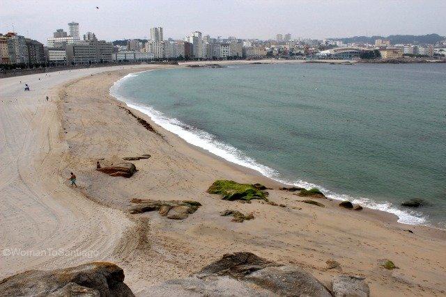 playa-riazor-coruna-camino-de-santiago-ingles