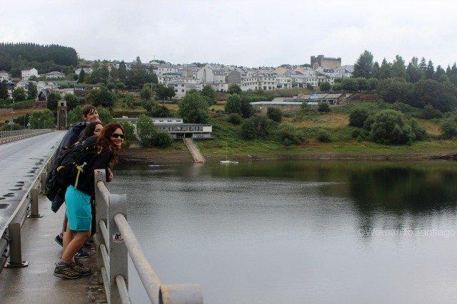 foto del puente de portomarin