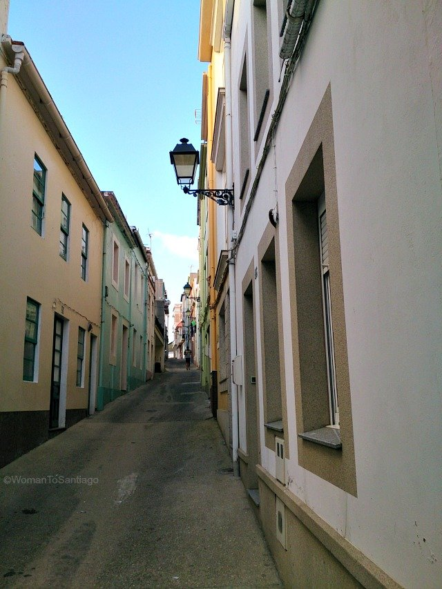 camino-del-mar-carino-a-coruna-callejuela