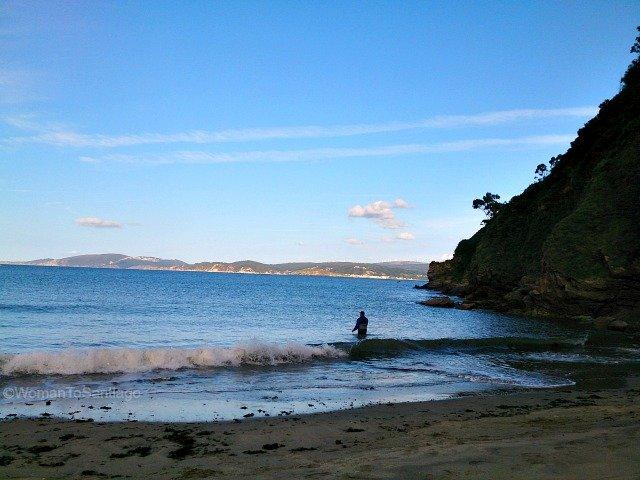 playa-basteira-camino-del-mar-carino-a-coruna-pescador