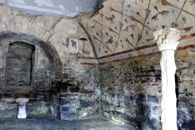 santa-eulalia-de-boveda-lugo-camino-de-santiago-primitivo-columnas-womantosantiago