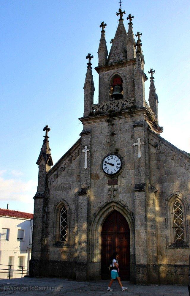 foto iglesia de santiago de corcubion