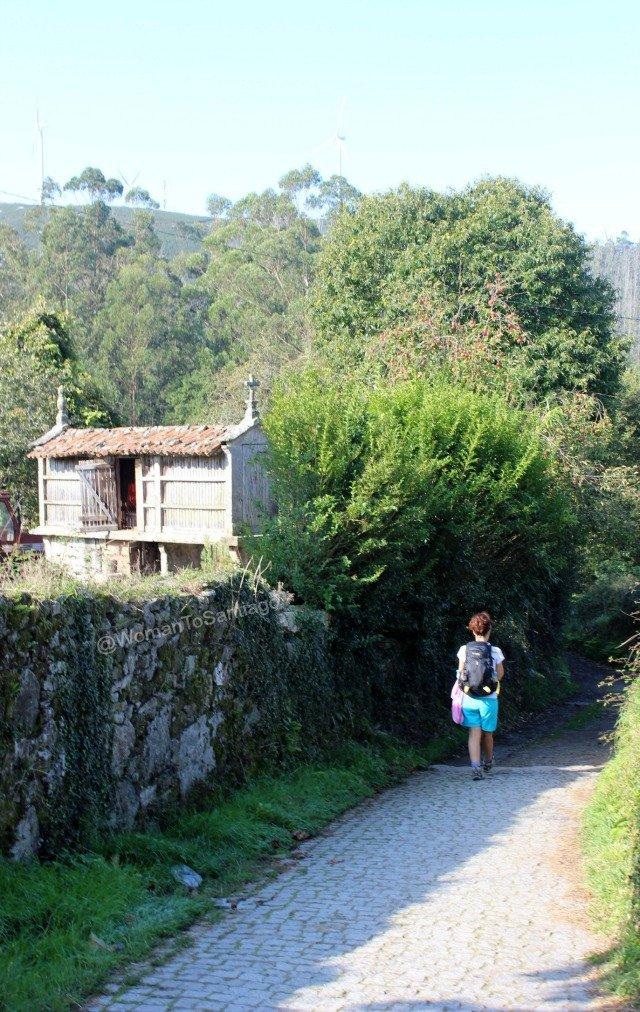 negreira-camino-de-santiago-fisterra-horreo-womantosantiago