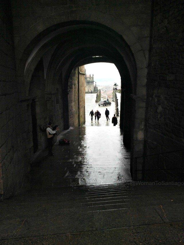 foto arco de palacio en obradoiro