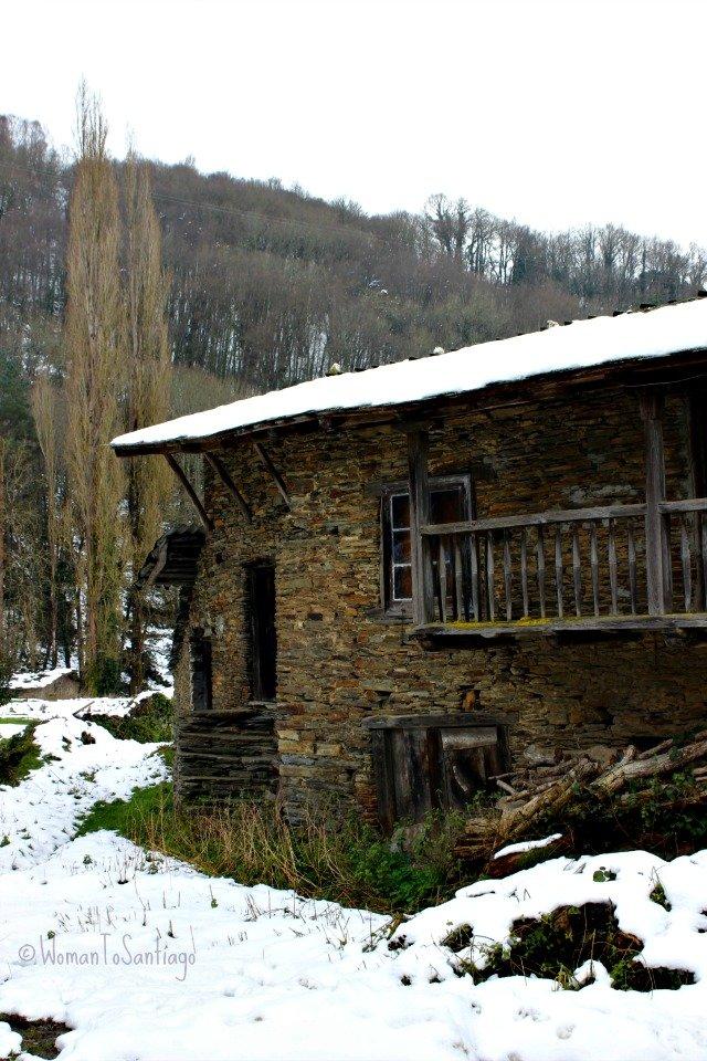 foto de casa con nieve