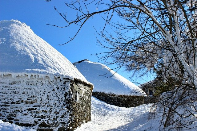 foto de palloza nevada