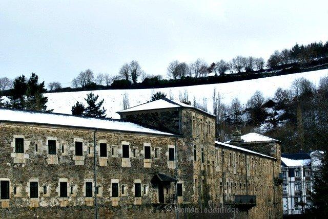 foto de la nieve en el monasterio de samos