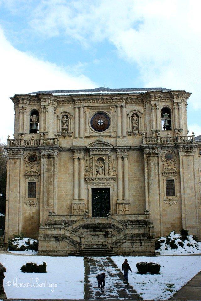 foto de la fachada del monasterio