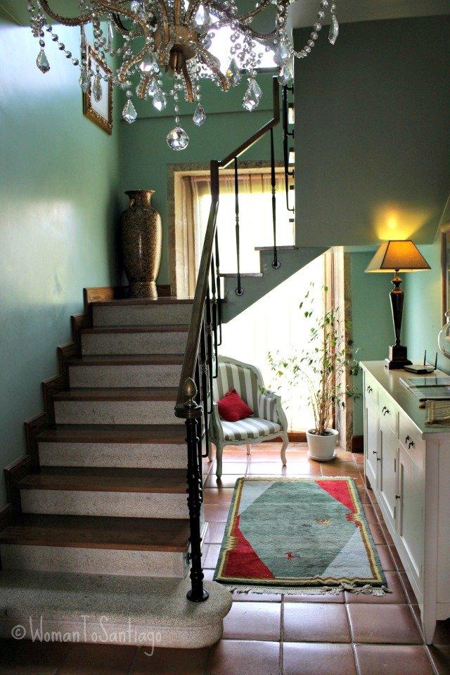 foto escalera y lampara