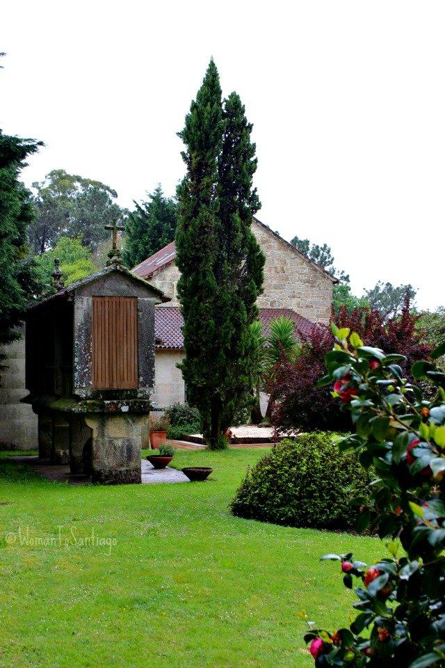 foto del jardin y horreo