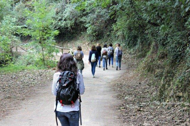 foto mujeres caminando