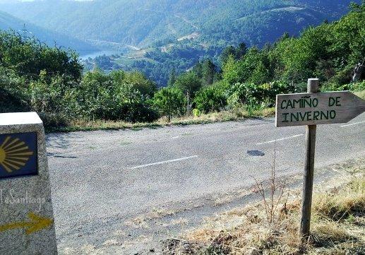 foto flechas en el camino