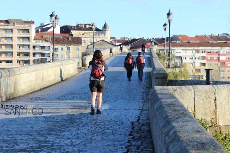 foto de peregrinas en el puente