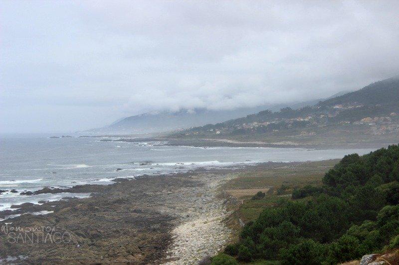 foto de niebla en el camino