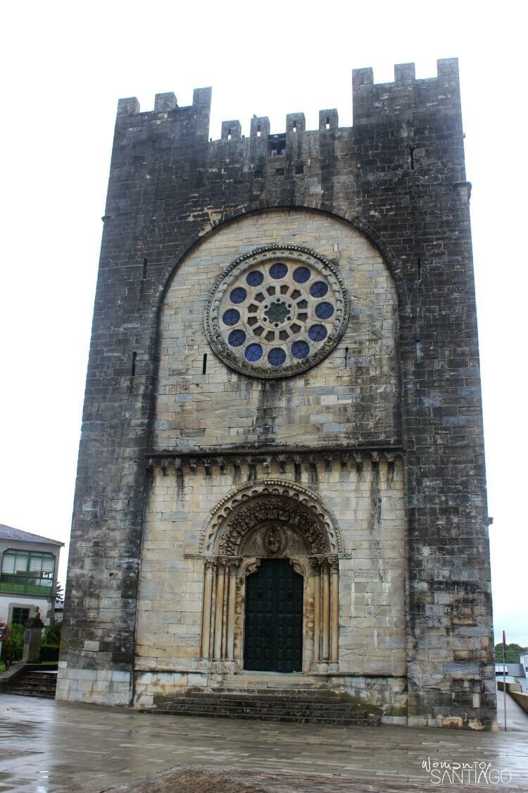 foto de la iglesia de portomarin