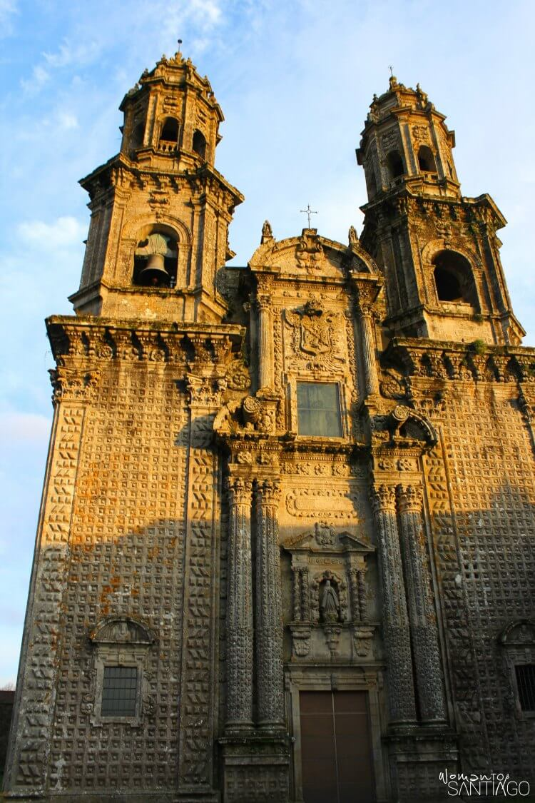 foto de la fachada del monasterio en Sobrado