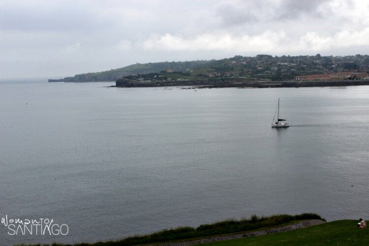 fotografía del mar en la costa