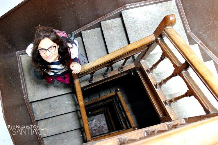 foto de noelia en una escalera