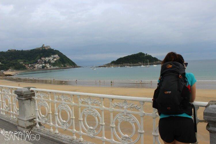 noelia mirando el mar
