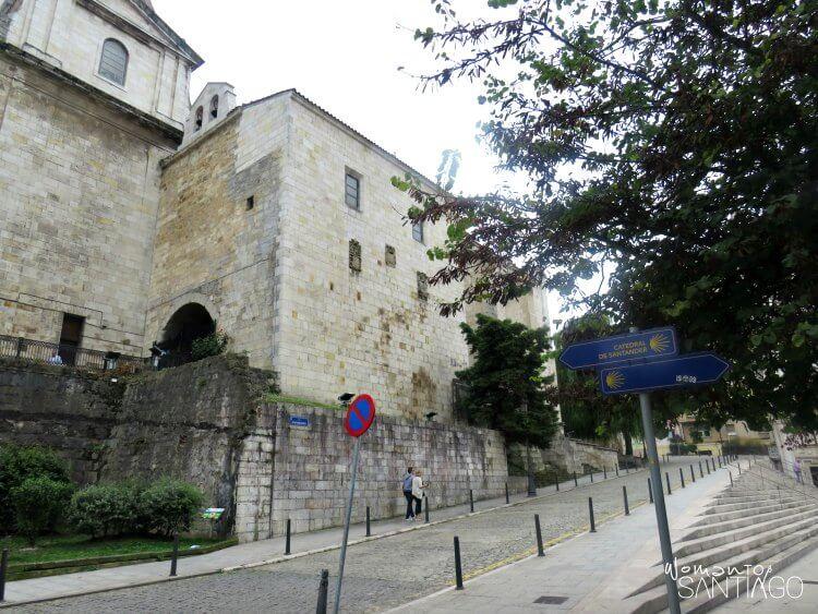 calle de santander que da a la catedral