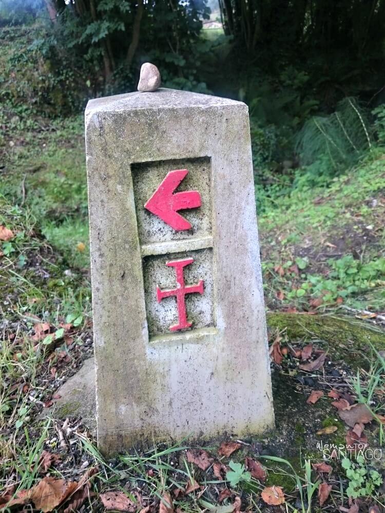 foto de flecha y cruz del camino