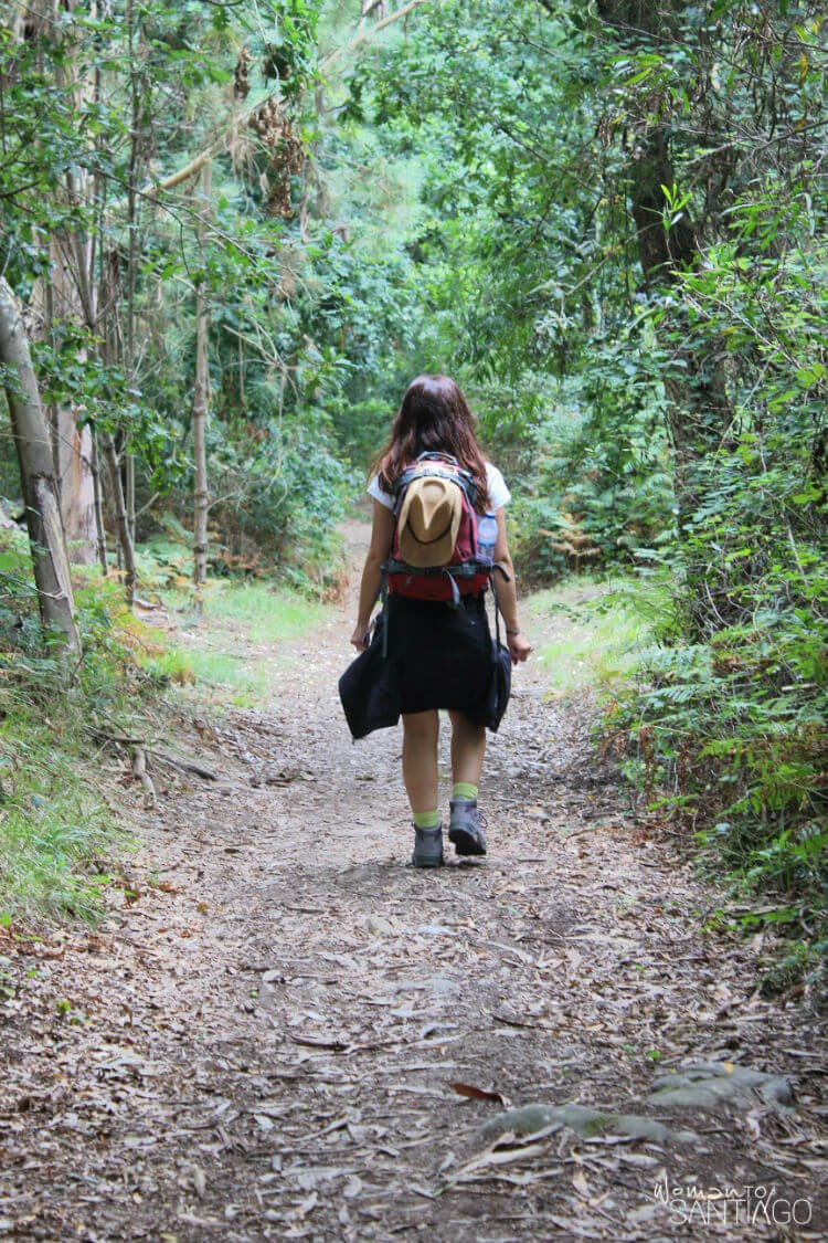 noelia a través del sendero verde