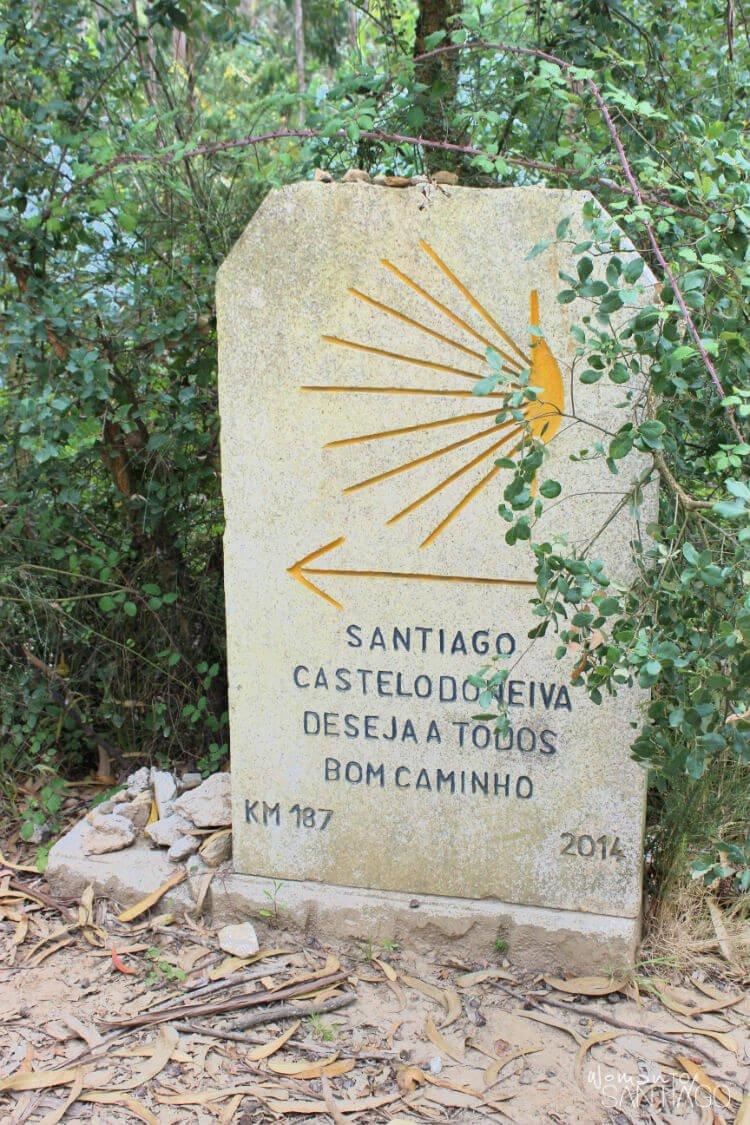 señal con buen camino escrito en portugués