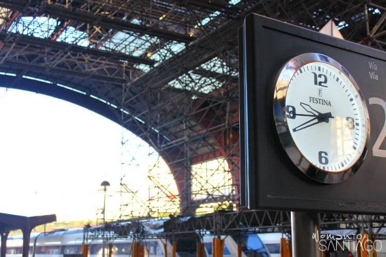 reloj de la estación de chamartín en Madrid