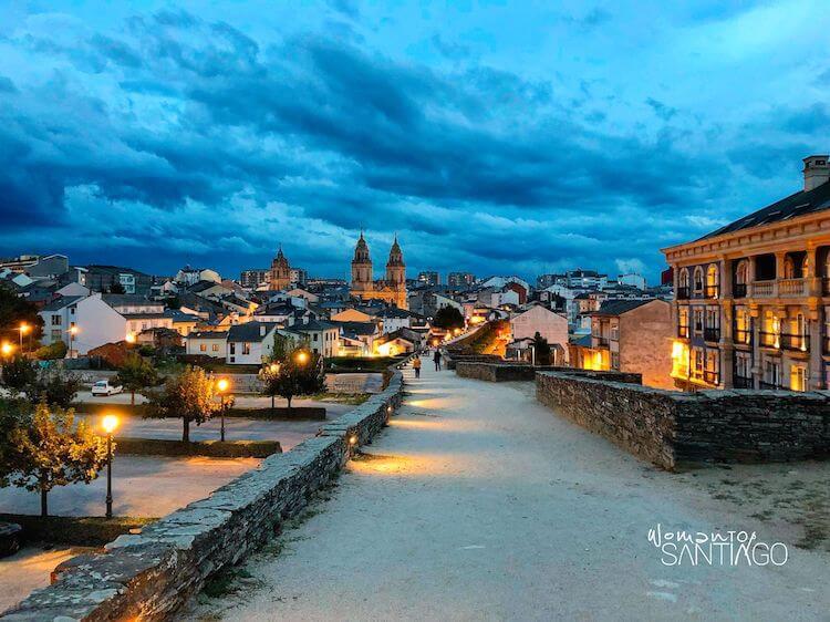 Vistas de la ciudad de Lugo desde la muralla romana