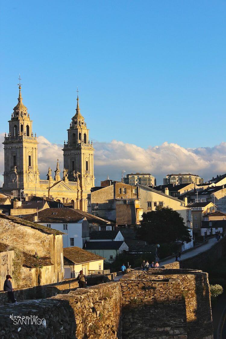 Vistas de la Catedral de Lugo desde la muralla romana