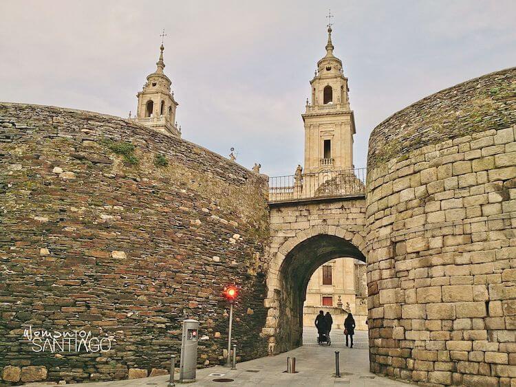 Puerta de Santiago en Lugo