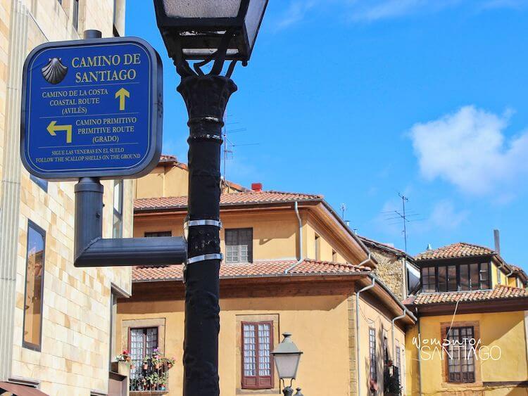 Señal del Camino de Santiago en Oviedo