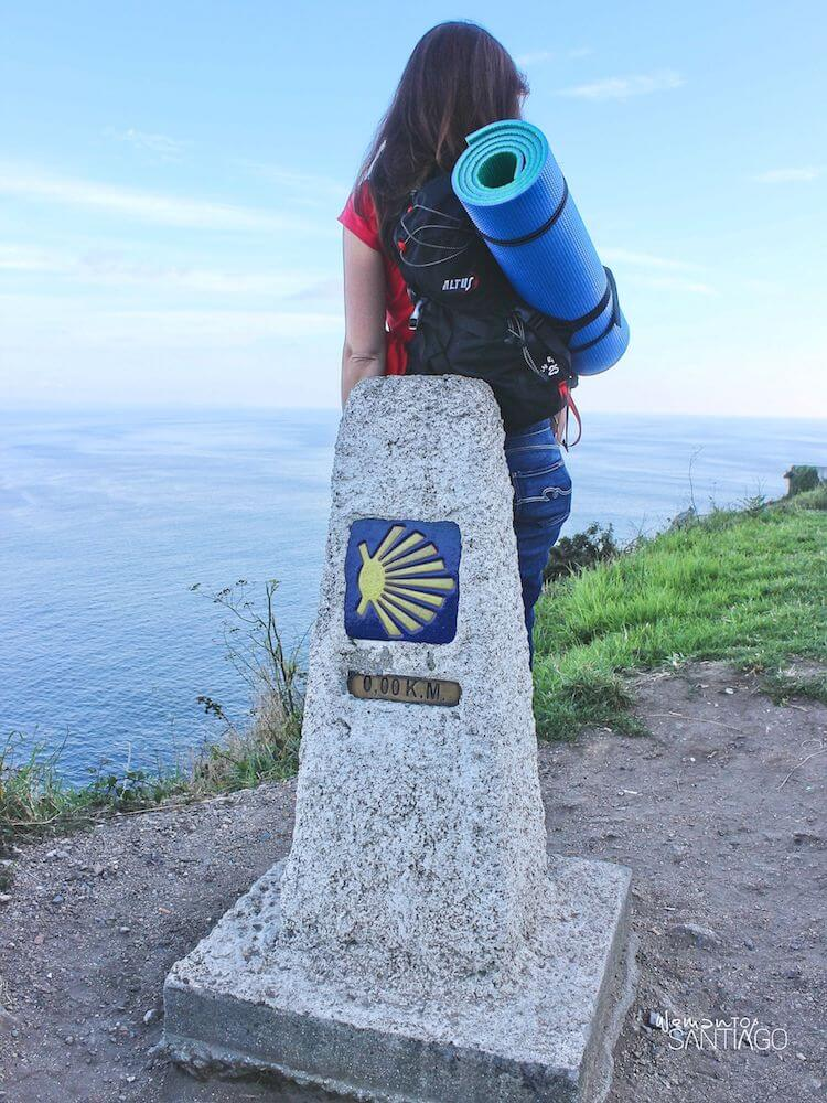 Noelia con su mochila del Camino