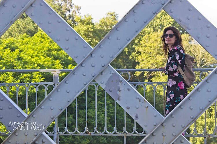 Noelia posando en el puente
