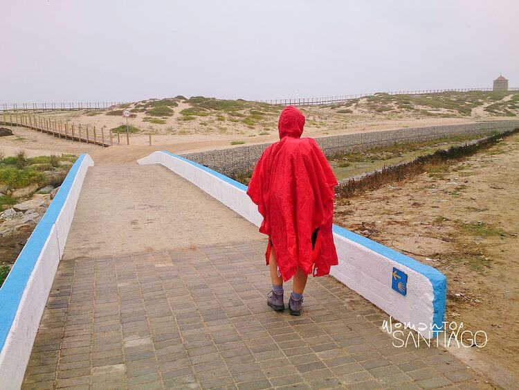Poncho para la lluvia rojo