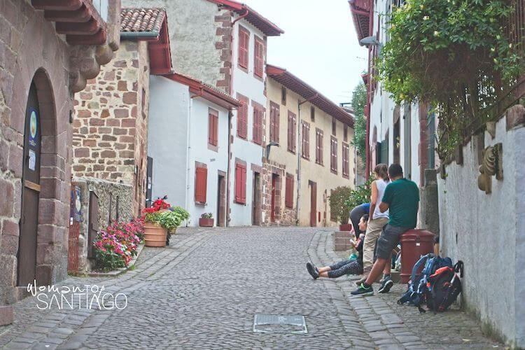 Peregrinos descansando en Saint Jean Pied de Port