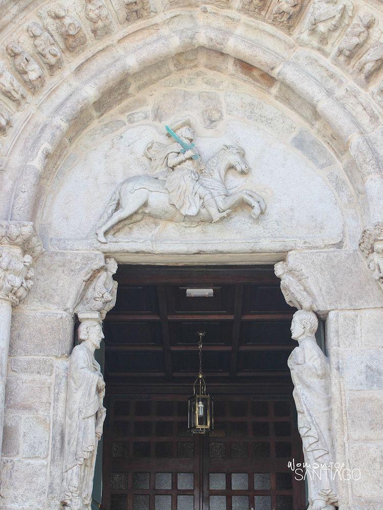 Relieve del apóstol Santiago como guerrero de la cristiandad