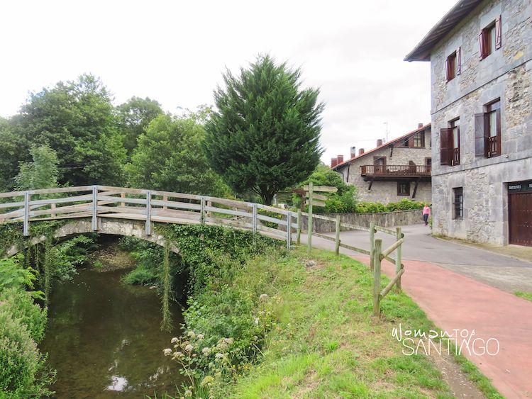 Puente sobre el río en Markina