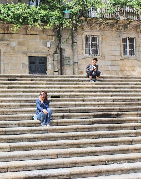 Escalinata en la plaza Quintana de Santiago de Compostela